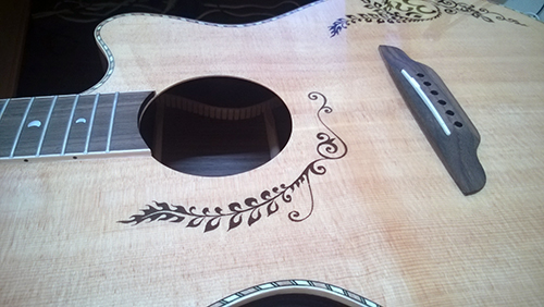 Luna Guitars Vicki Genfan SG サウンドボード
