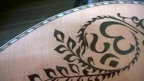 Luna Guitars Vicki Genfan SG 文様?