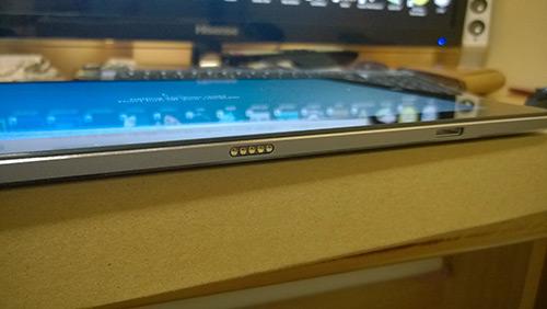 Chuwi Hibook Pro ドッキングキーボード接続部