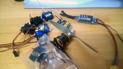 モーターやアンプ、サーボ、受信機とか