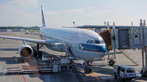 飛行機はキャセイパシフィック航空